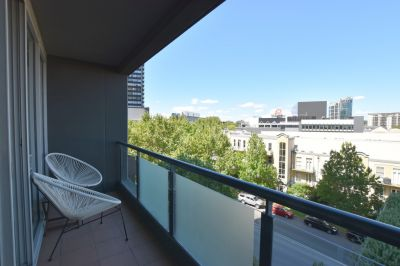 Southbank Condos: Fantastic, Furnished + Light Filled Apartment!