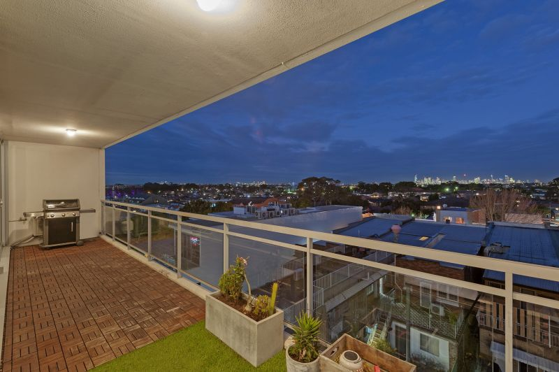 Contemporary Living, Impressive Views and Ideal Location