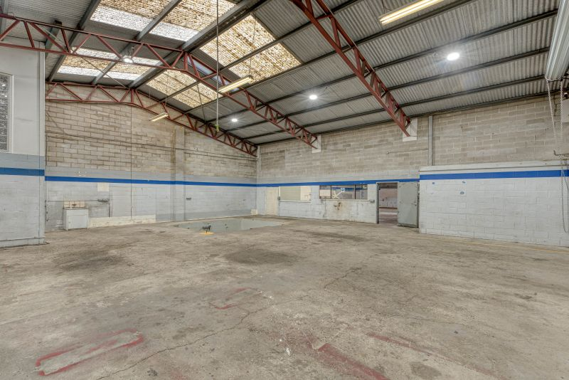 *** LEASED BY INGLIS COMMERCIAL ***
