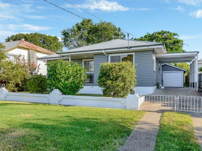 NEAT HOME IN DRESS CIRCLE NEWTOWN!!