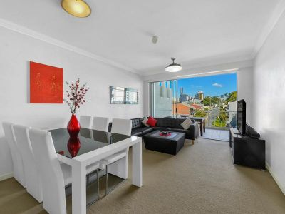 Immaculate Bowen Hills Apartment! - Great Location, Suitable for an Executive Couple or Sharers