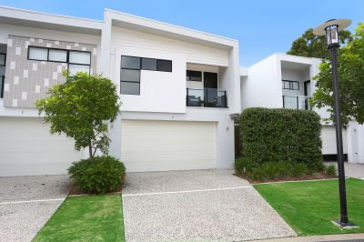 Exclusive Broadwater Villa, Luxurious 5 Star Lifestyle, Many Extras!