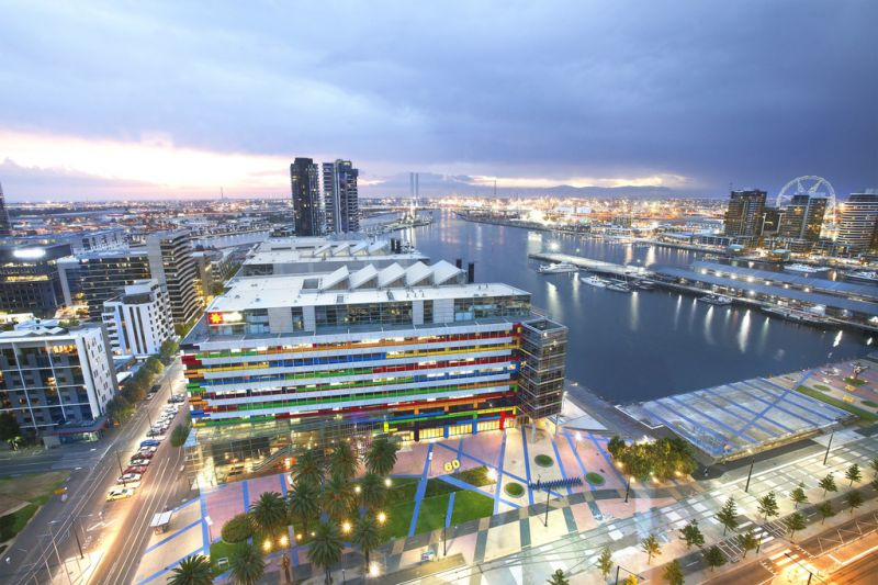 Victoria Point: 18th Floor - Stylish And Practical!
