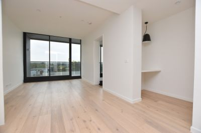 Brand New St Kilda Apartment with Huge Balcony!