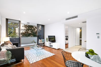Designer apartment in coveted tree-fringed position