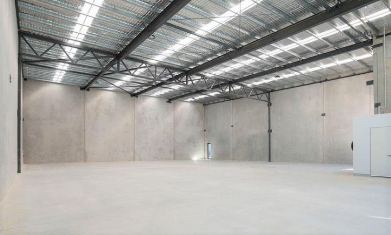 NEW CONTEMPORARY WAREHOUSE WITH OFFICE