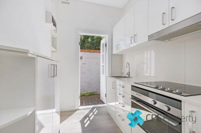 STYLISH TWO BEDROOM APARTMENT IN THE HEART OF VIBRANT SURRY HILLS