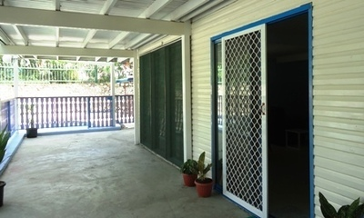 Dual level 3 bedroom house + more!