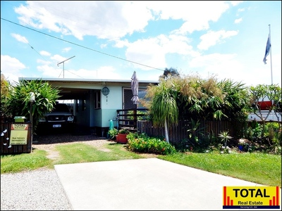 TOTAL Close To Noosa! Impressive, Inviting Home With a Deck.