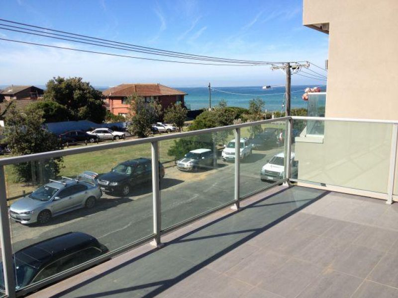 LARGE APARTMENT ONLY METRES TO THE BEACH