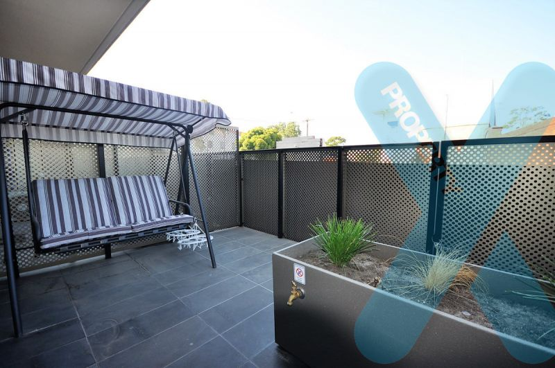 Perfectly Furnished One Bedroom Apartment In Wonderful West Melbourne