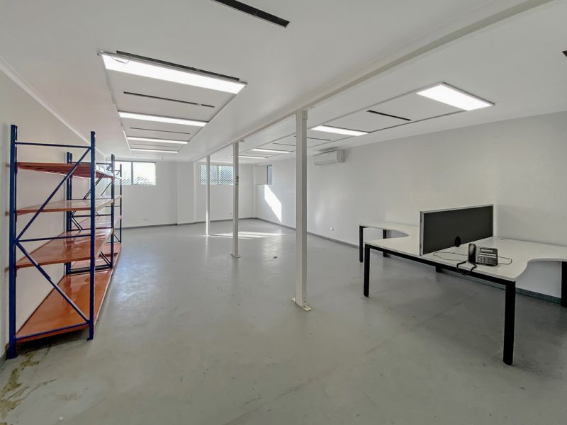 Large Stand Alone Warehouse With Ample Secure Hardstand