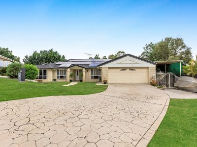 HUGE FAMILY HOME WITH POOL IN TIGHTLY-HELD NEIGHBOURHOOD