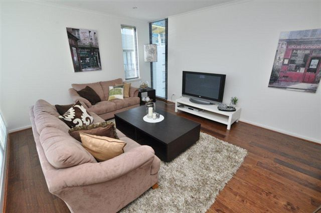 The Metro: 11th Floor - Beautifully Presented and Perfectly Located! L/B