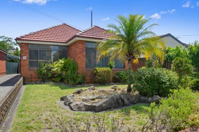 This spacious home is of double brick and tile construction and on a 448 square metre block.