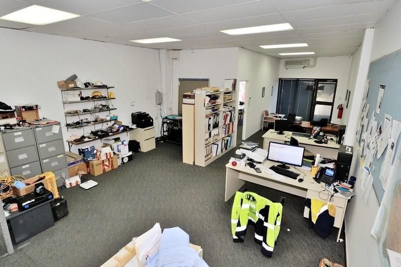 OFFICE WITH REAR STORAGE