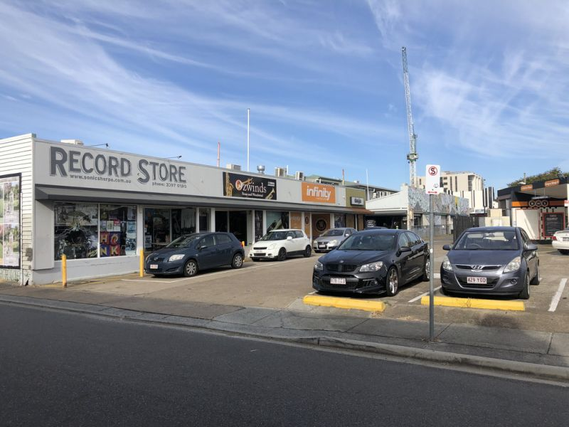 FANTASTIC OPPORTUNITY TO GRAB A PRIME RETAIL/SHOWROOM SPOT IN THE CENTRE OF STONES CORNER