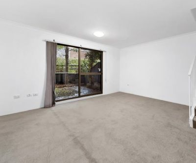 Quiet Townhouse in Marsfield with New Paint and New Carpet, Close to Macquarie University, Macquarie Centre and Sports & Leisure Centre