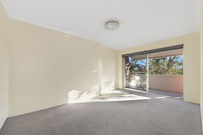 BRIGHT & SUNNY 2 BEDROOM UNIT IN EXCELLENT LOCATION