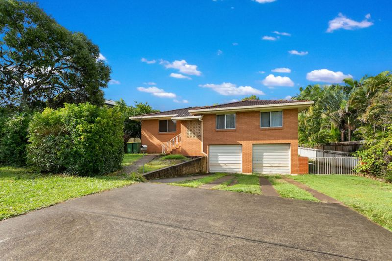 SPACIOUS FAMILY HOME ON 825SQM WITH A POOL