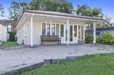 Three bedroom cottage in the heart of Biggera Waters!