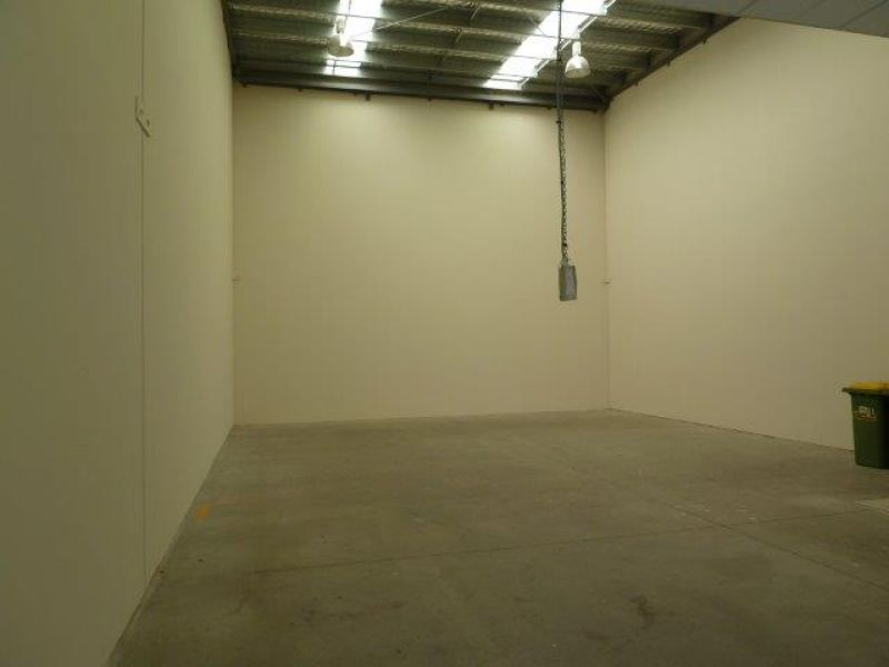 252m2 Quality Warehouse & Offices, Great Location
