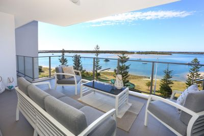 Ultimate Carefree Apartment Lifestyle, Expansive Vistas ... Stunning!