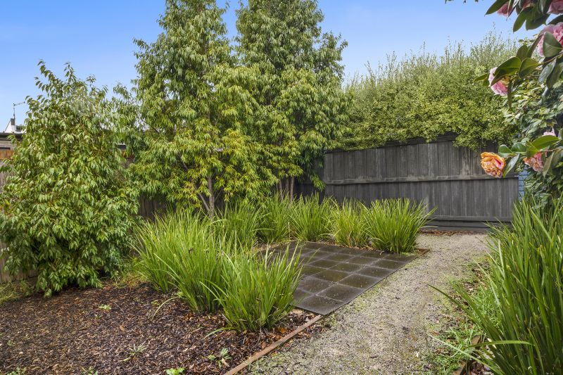 2/3 Walter Street East Geelong