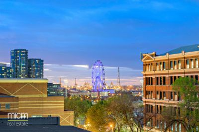 Spacious Inner-City Sensation with Stunning Docklands Views