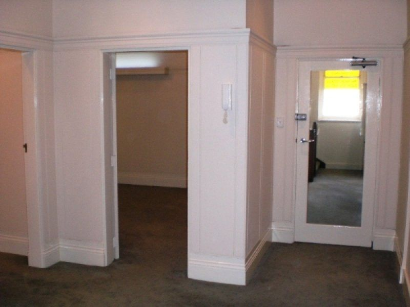 SMALL SELF CONTAINED OFFICE / RESIDENCE ON FLINDERS STREET