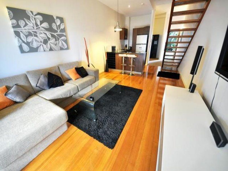Spacious Fully Furnished One Bedroom Property + Study!>