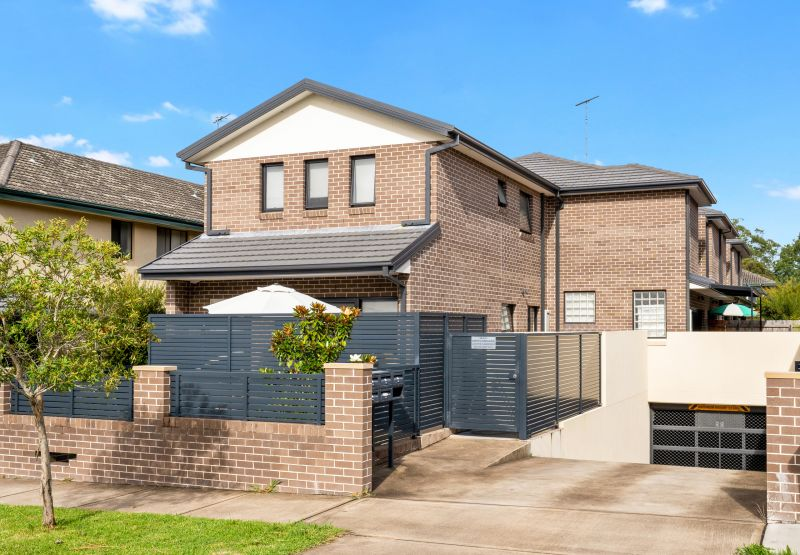 Two Bedroom Spacious Townhouse In Croydon Park
