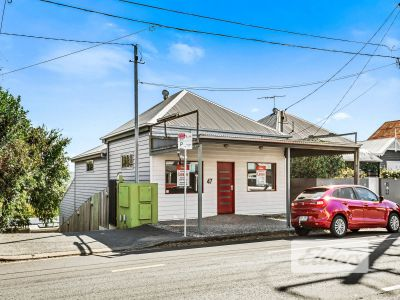 BOUTIQUE OFFERING WITH UNRIVALLED STREET PRESENCE!