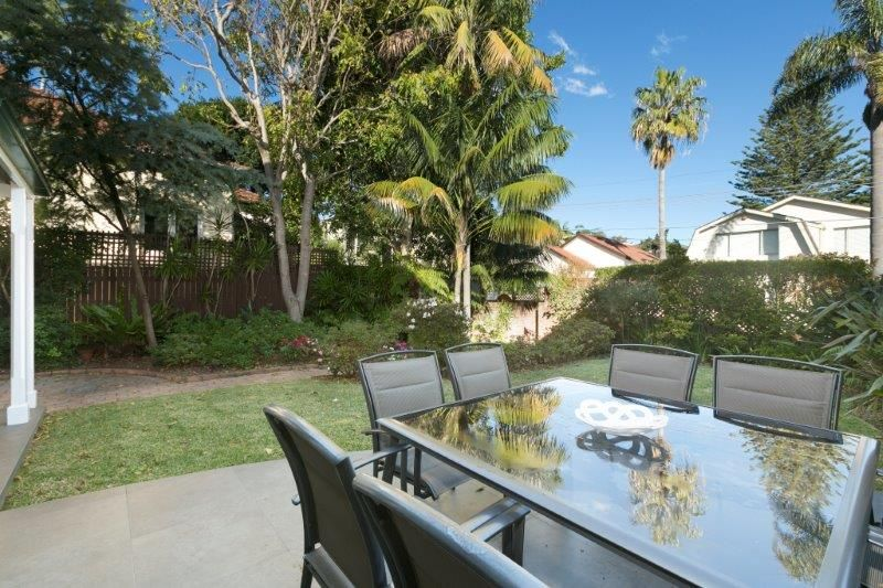 Private garden residence on the edge of Rose Bay Village