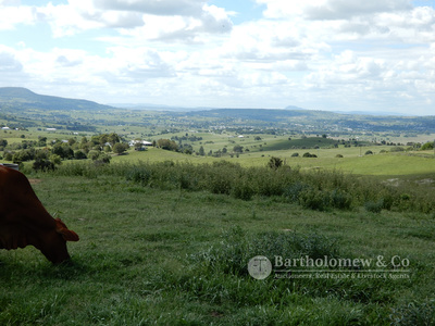 This could be your piece of Scenic Rim splendor.
