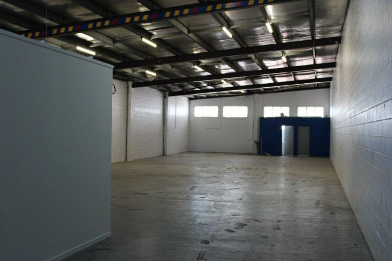 High Exposure Office / Warehouse Opportunity