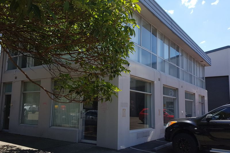 TRADE SHOWROOM + PARTITIONED OFFICE