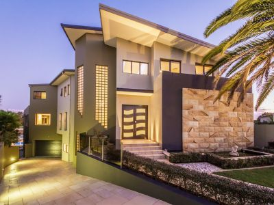 ARCHITECTURALLY INTELLIGENT & A MODERN MASTERPIECE ON 1,342M