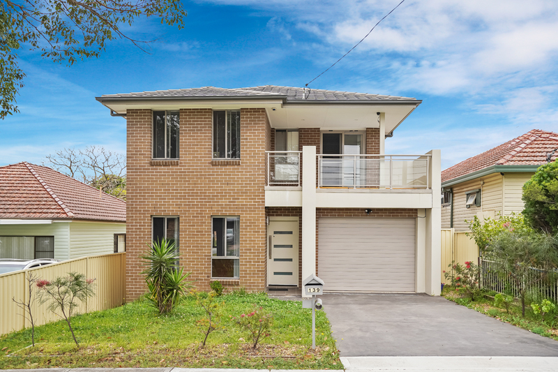 Dual yielding House and Granny Flat ($1080 pw)