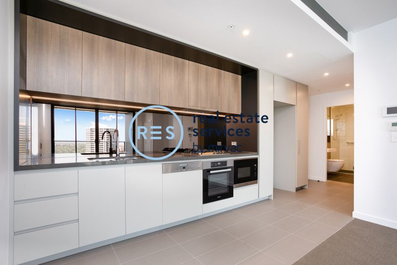 St Leonards Square | 2-Bedroom Apartment with Parking!
