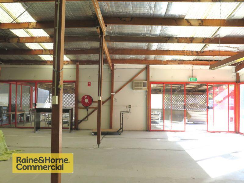 1,000m2 Retail premises adjacent to Mitre 10!