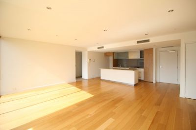 Delightful 2 Bedroom Apartment with City and Yarra Views
