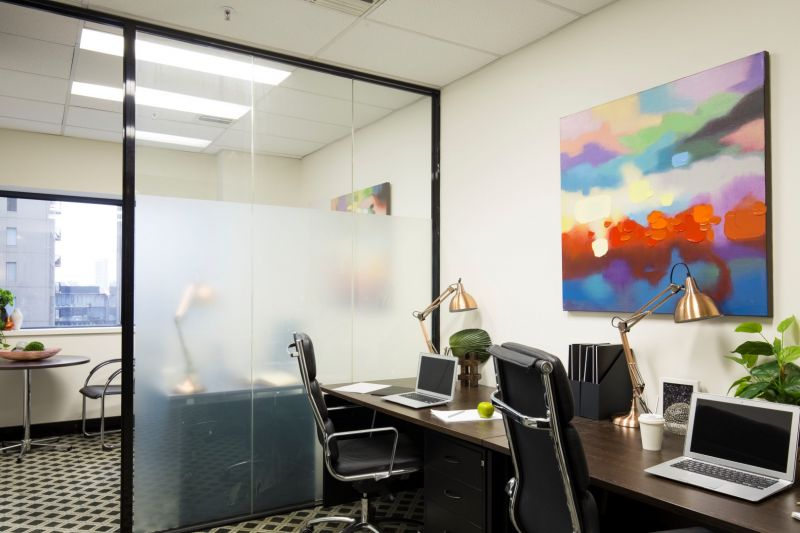 Investment opportunity with excellent returns in a prestigious business networking precinct!