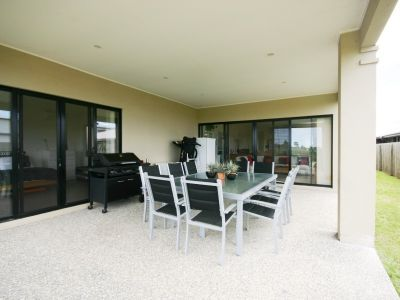 Large 4 Bed Family Home in a Gated Estate.