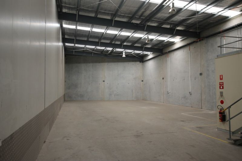 350sqm* warehouse and office located in industrial duplex