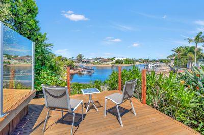 Warm & Welcoming Waterfront Entertainer - Wide Water Views