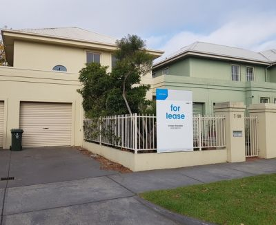 PRIME LOCATION ON THE STRAND, THREE BEDROOM TOWNHOUSE