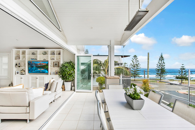 Contemporary Family Entertainer/ Space, Light & Style By the Sea