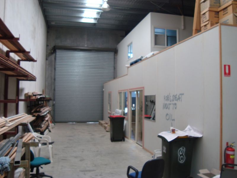 Retail/ Industrial Space in Prominent Morayfield Location