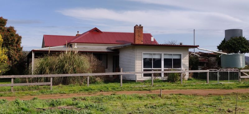 For Sale By Owner: 110 Greenways Rd, Lancefield, VIC 3435